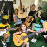 kolonie z gitarą