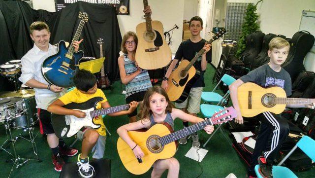 Kolonie z gitarą dla najmłodszych